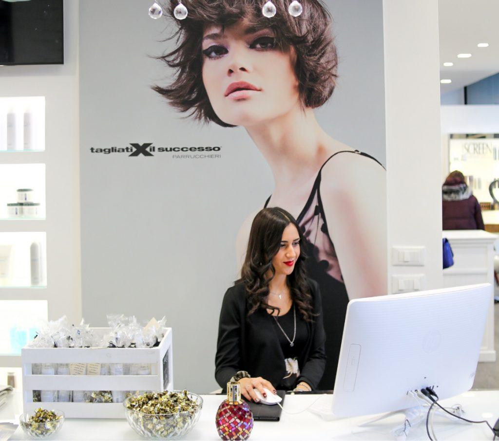 Reception di un salone parrucchiere TagliatiXilSuccesso